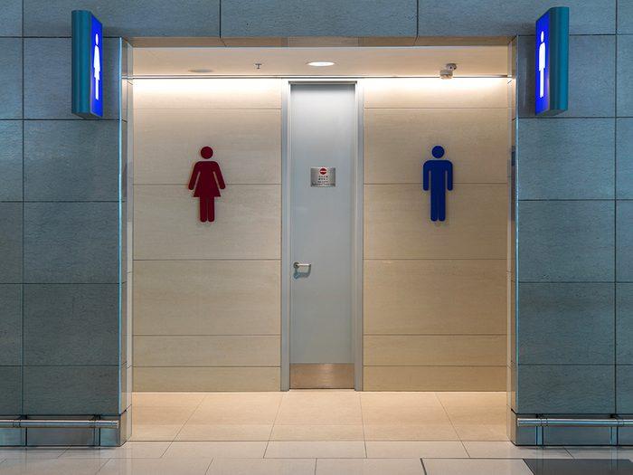 Supermarchés et insalubrité: les toilettes de supermarchés peuvent être pleines de germes.