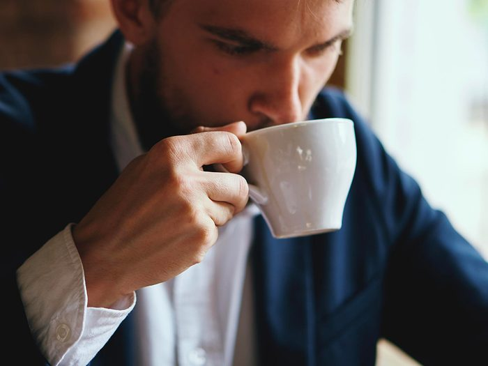 Boire trop de café peut jouer sur votre anxiété.
