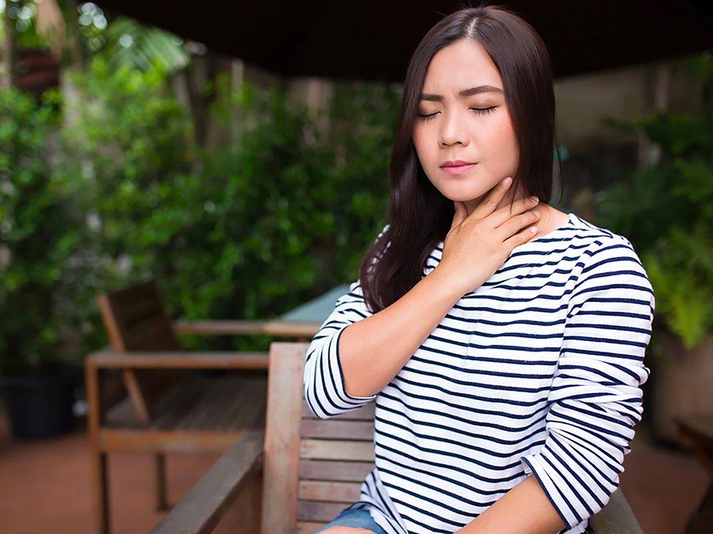 Les brûlures d'estomac sont l'un des symptômes de l'œsophagite éosinophilique.