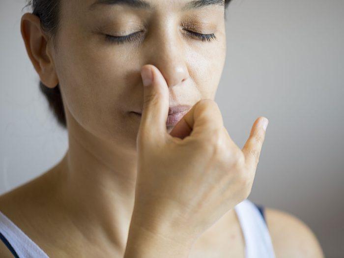 La respiration nasale alternée contre la douleur chronique.