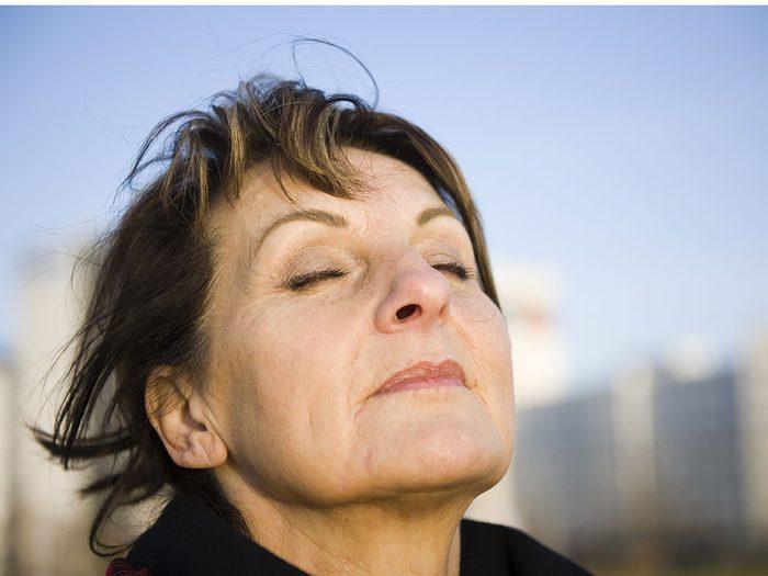 Visualiser sa respiration contre la douleur chronique.