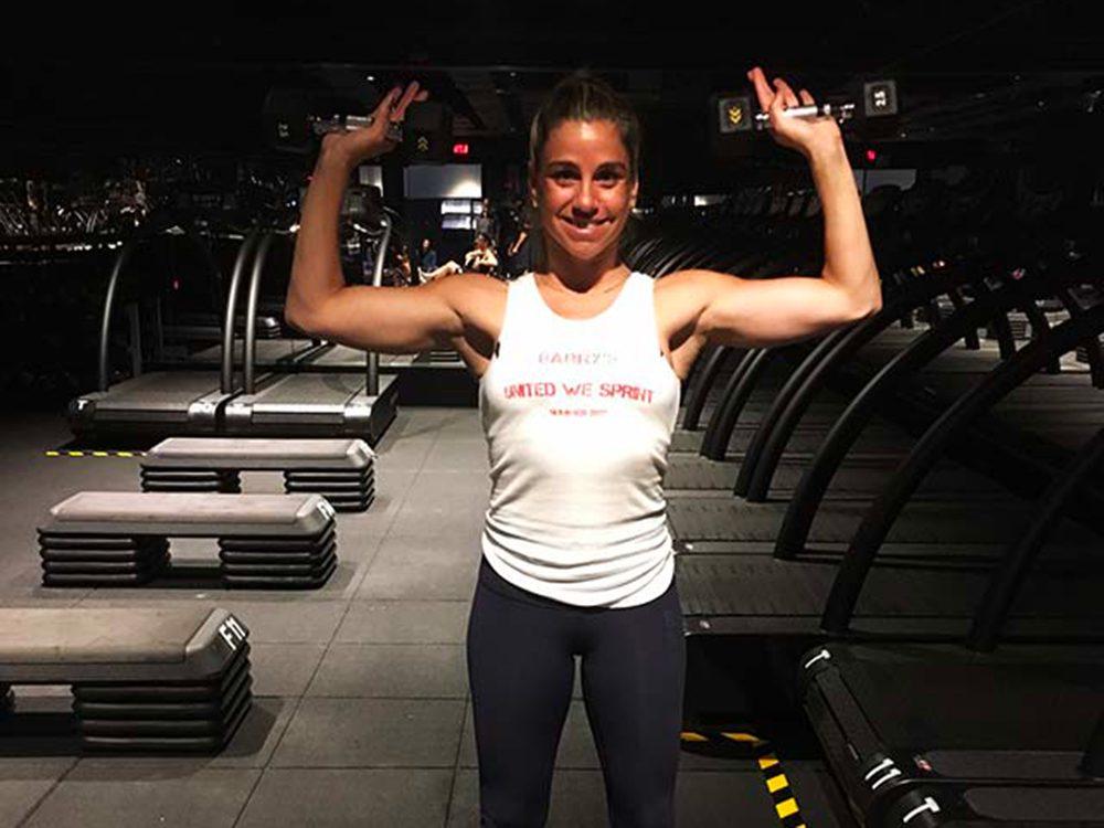 Évitez les exercices de flexions des avant-bras avec les bras levés.