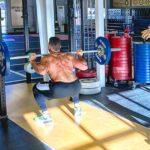 16 exercices qui sont une perte de temps, selon les entraîneurs en musculation