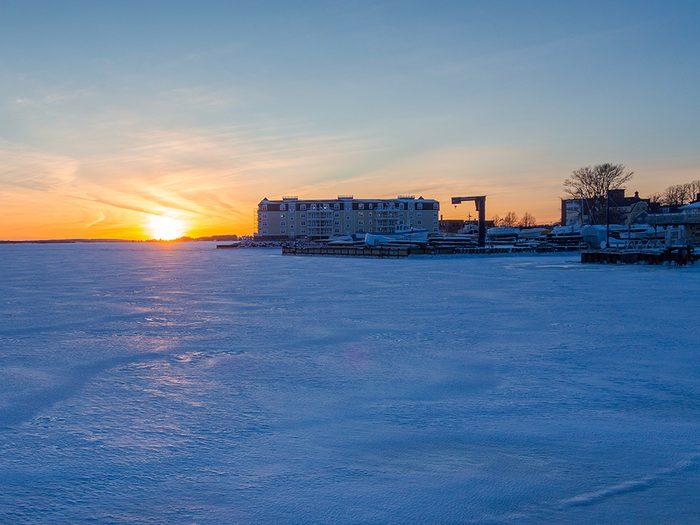 L'hiver canadien dans le port de Charlottetown.