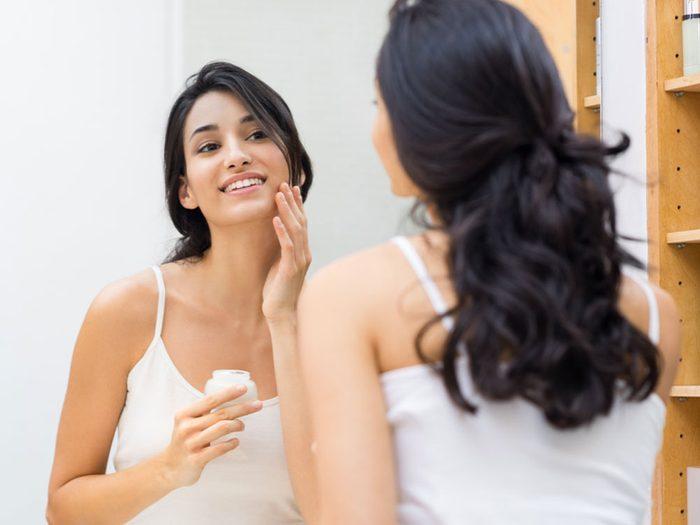 Comment empêcher mon maquillage de sécher au cours de la journée?