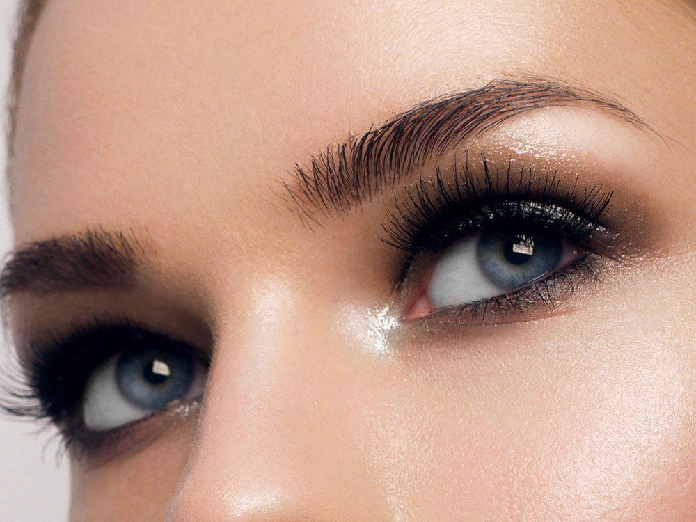 Maquillage: comment empêcher mon visage de devenir luisant en fin de la journée?