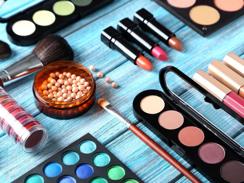 Maquillage: comment éviter la démarcation du cou?