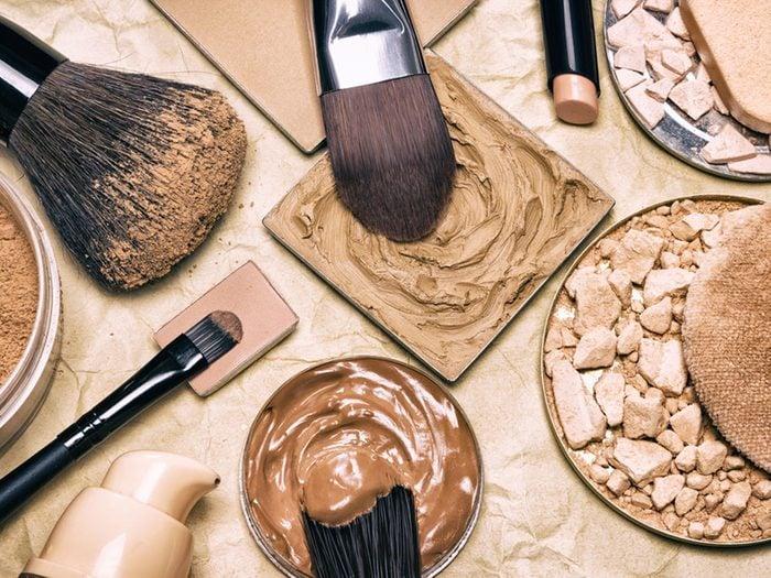 Maquillage: dans quel ordre l'anti-cernes et le fond de teint?