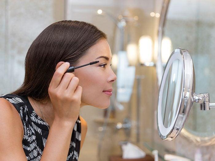 Maquillage: comment empêcher le mascara de couler?