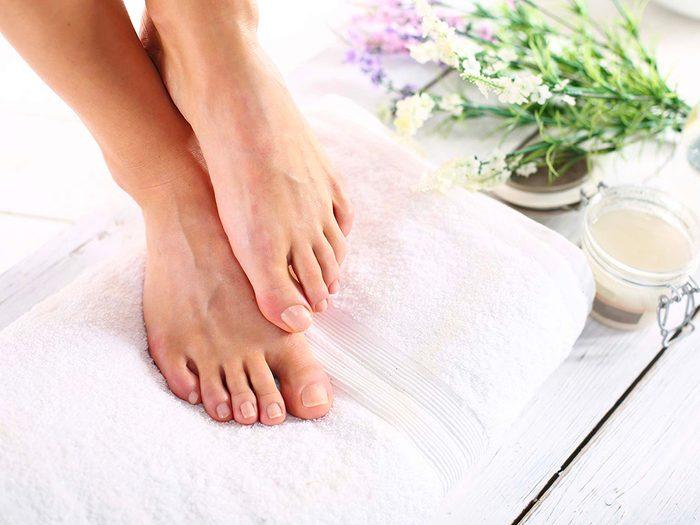 Du peroxyde d'hydrogène pour des pieds plus doux et propres.