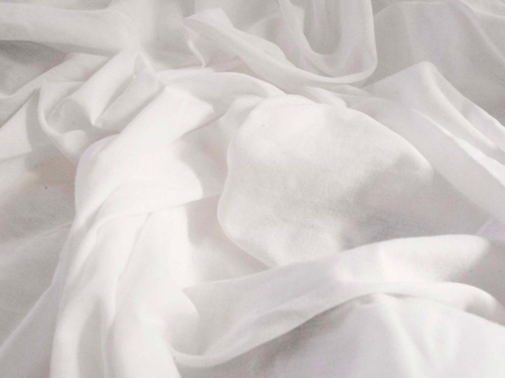 Le peroxyde d'hydrogène peut être utilisé comme agent de blanchiment pour votre linge blanc.