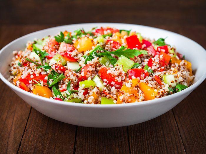 Recette de salade pour diabétiques aux légumes et quinoa.