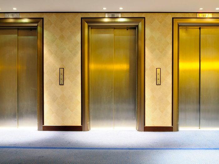 Secrets d'hôtels: tout le monde ment.