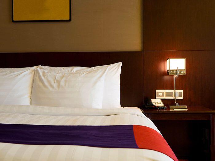 Secrets d'hôtels: vous voulez un très grand lit? Ce n'est pas garanti!