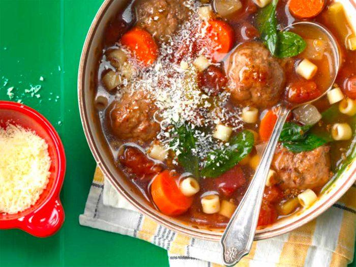 Recette de soupe de boulettes de viande.