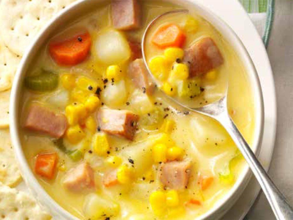 Délicieuse recette de chaudrée de jambon au cheddar.