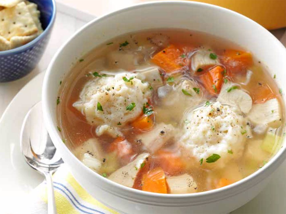Soupe santé poulet et dumplings.