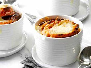 Soupe à l'oignon traditionnelle
