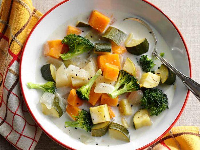 Recette de velouté aux patates douces et légumes.