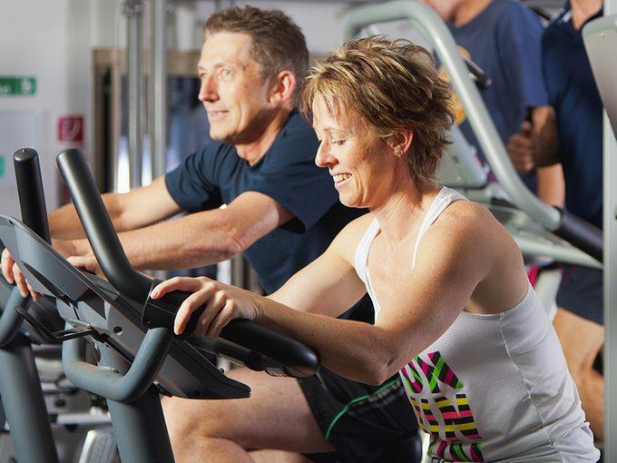Les personnes faisant du sport en couple déclarent un nombre plus élevé de séances d'entraînement et moins d'abandons.