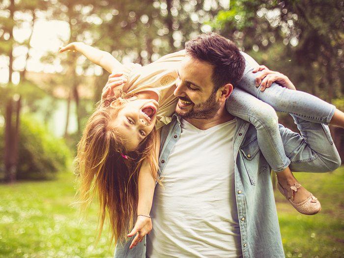 Les pères auraient une vie plus heureuse que les mères.