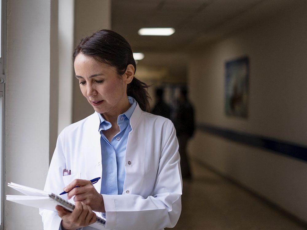 COVID-19: les médecins ne paniquent pas.