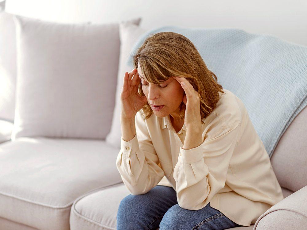 Les céphalées font partie des symptômes du COVID-19.