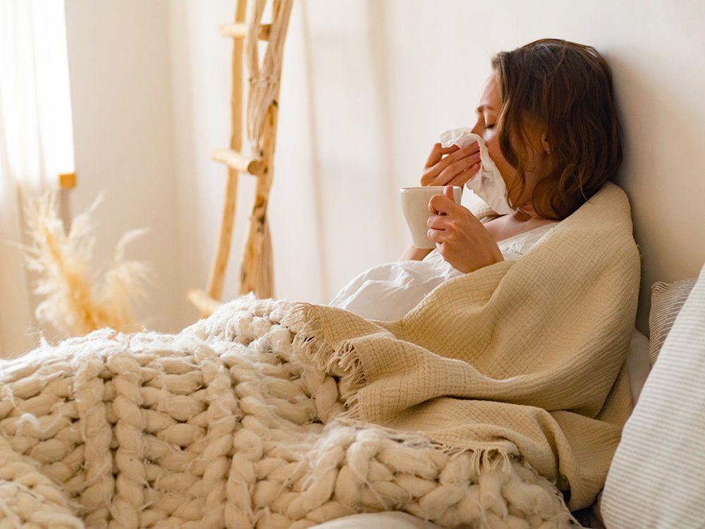 L'écoulement nasal et l'absence d'écoulement peuvent être des symptômes du COVID-19.