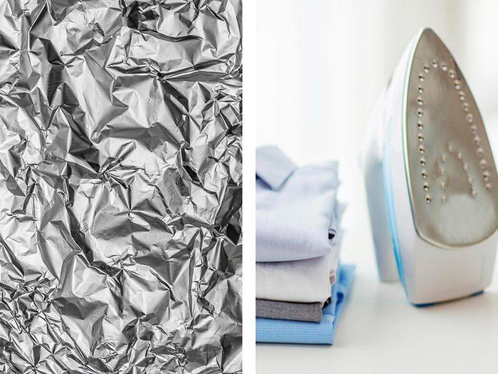 Retirer les traces d'amidon sur un fer avec de l'aluminium ménager.