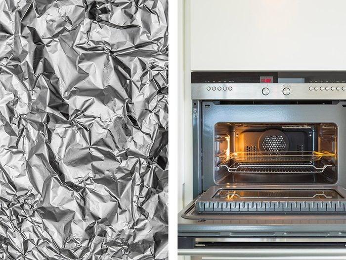 Un four propre plus longtemps avec de l'aluminium ménager.