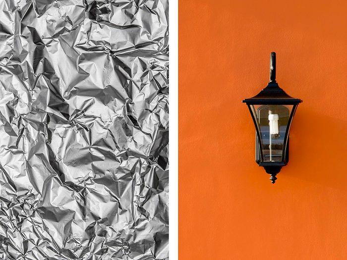 Améliorer un éclairage extérieur avec de l'aluminium ménager.
