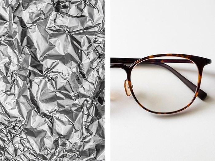Protéger les branches de lunettes avec de l'aluminium ménager.