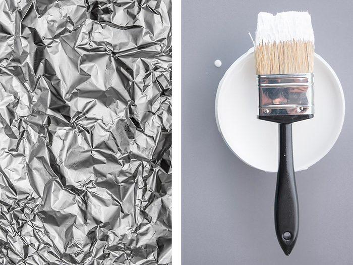 Garder un pinceau humide avec de l'aluminium ménager.