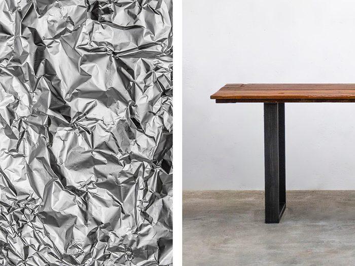 Déplacer les meubles facilement avec de l'aluminium ménager.