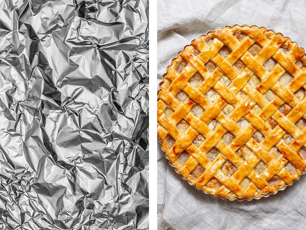 Protéger le bord des tartes avec de l'aluminium ménager.