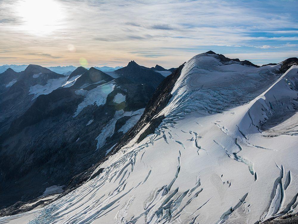 Shin Campos connaît les dangers d'avalanche de cet arrière-pays montagneux mieux que personne.