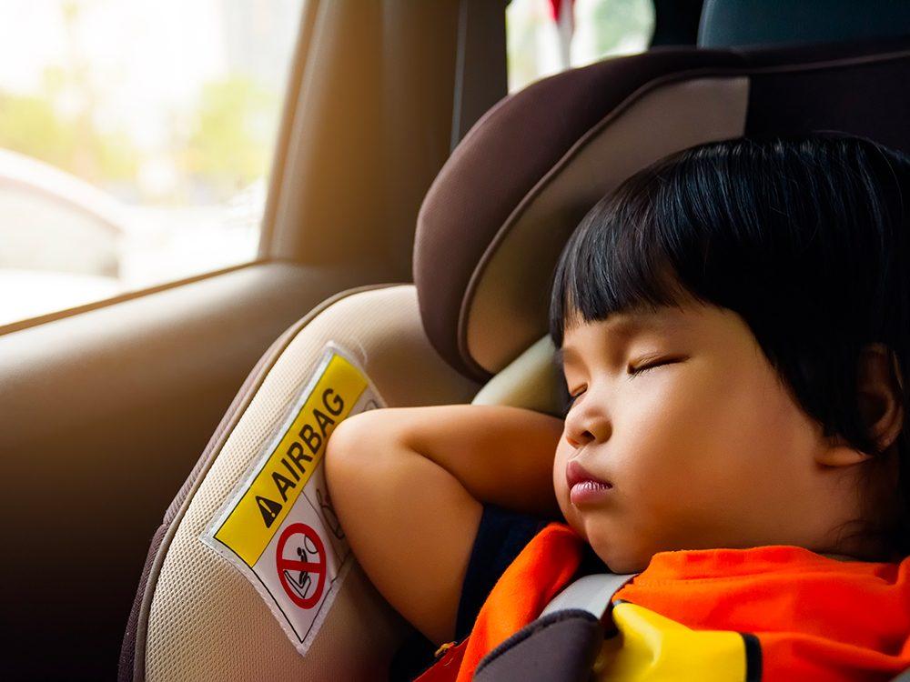 Le siège d'auto de votre enfant est un nid à bactéries!