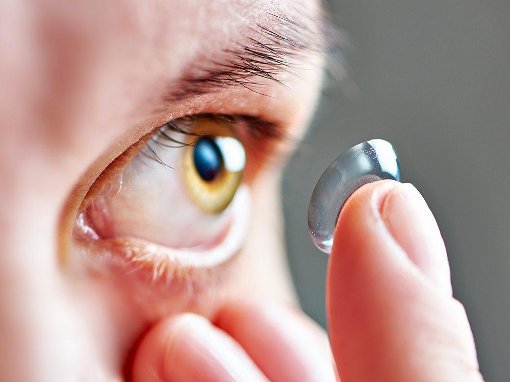 Les lentilles cornéennes sont des nids à bactéries!