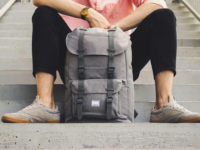 Votre sac à main ou sac à dos est un nid à bactéries!