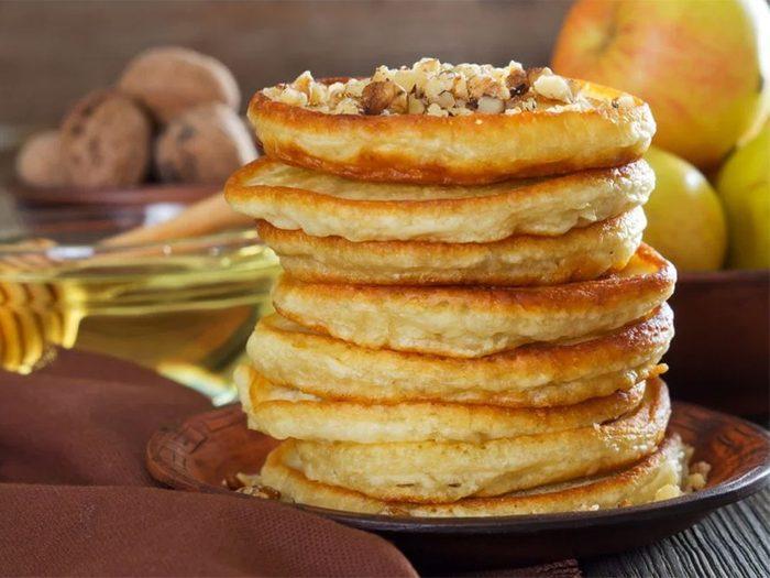 Des crêpes aux pommes, noix et à la farine d'épeautre pour être comme à la cabane à sucre.