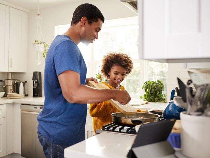 Confinés à la maison? Éveillez le chef cuisinier qui sommeille en vous.