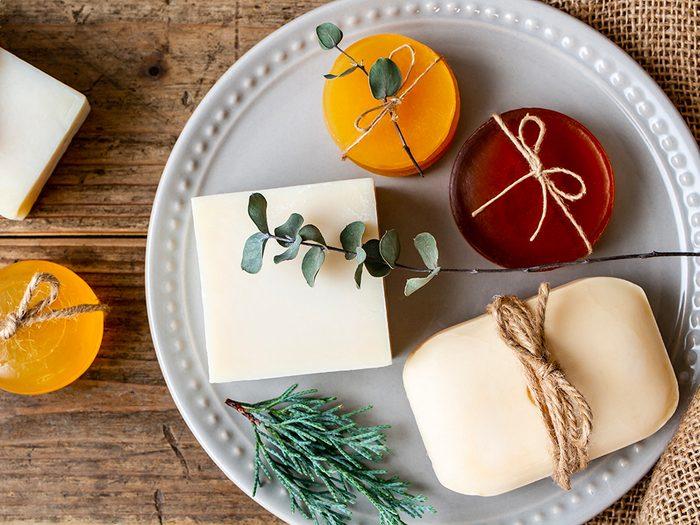 Confinés à la maison? Faites une sculpture de savon.