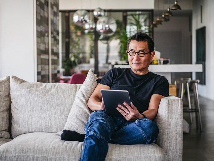 Confinés à la maison? Lisez un livre numérique gratuit.