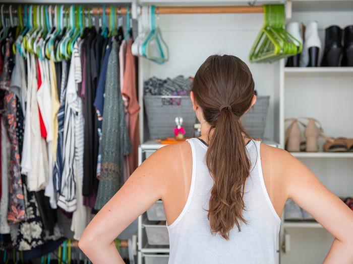 Confinés à la maison? Réorganisez votre placard.