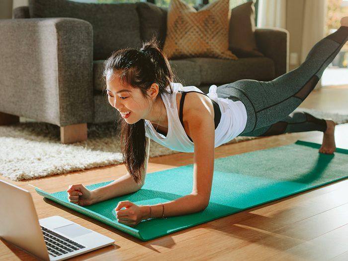 Confinés à la maison? Continuez l'entraînement.