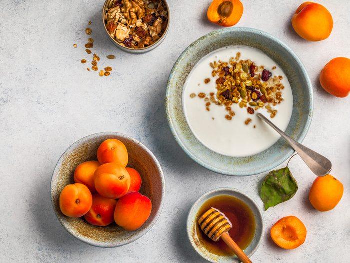 Du yogourt grec pour faire le plein de protéines au déjeuner.