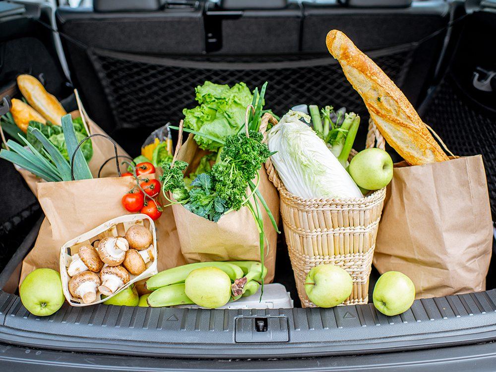 Économiser en évitant les produits alimentaires superflus.