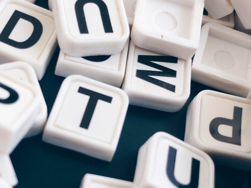 Réciter l'alphabet pour entretenir la mémoire et ne pas oublier.