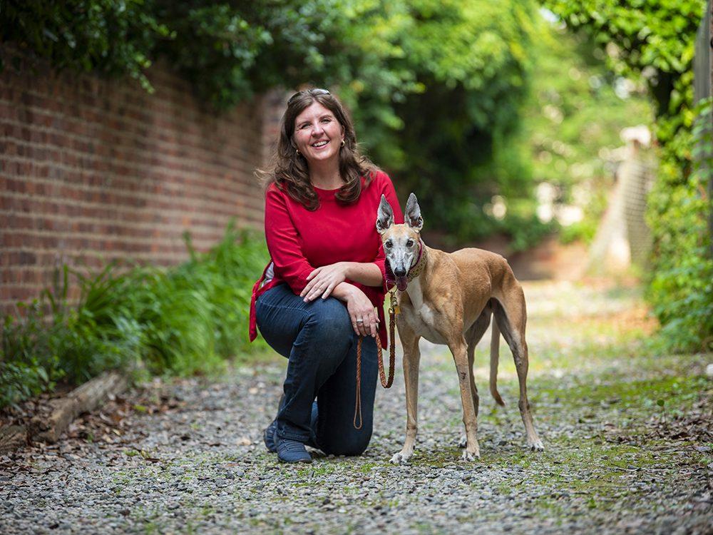 Chien de thérapie est l'un des métiers pour chiens.