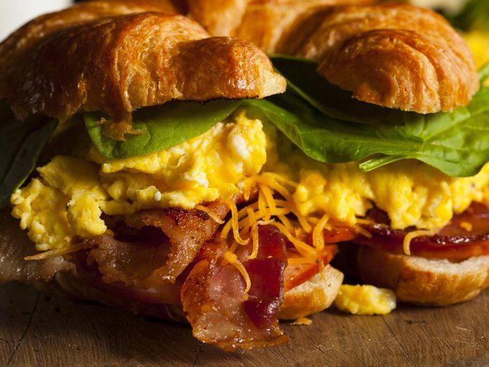 N'achetez pas de sandwich déjeuner dans les stations-service.